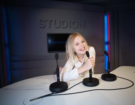 Flicka i Studion